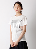 《musee》シャイニーロゴプリントTシャツ